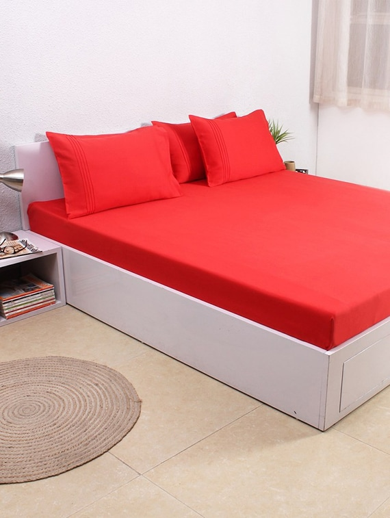 07e681a704 ... House This Solid 100% Cotton Sateen King Bedsheet & 4 Pillow Covers -  Red -