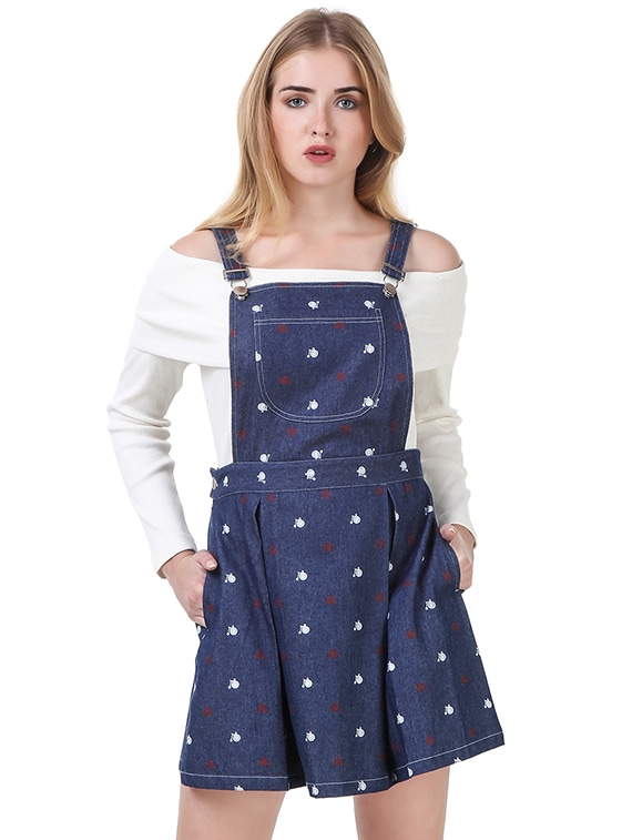 how to wear a denim pinafore dress in winter