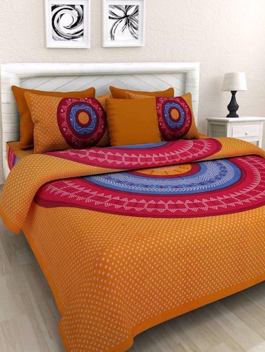 Geometric Print Double bedsheet with two pillow covers - 14537755 - Standard Image - 1