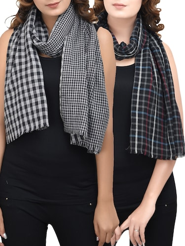 Set of 2 multi colored checkered stole - 14547368 - Standard Image - 1