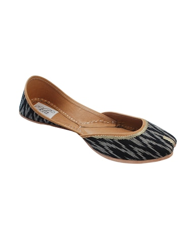 black slip on jutis - 14865319 - Standard Image - 1
