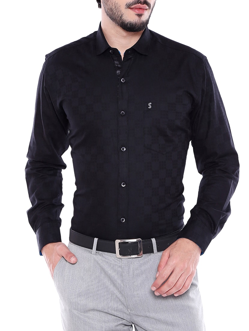 Get upto Rs 300 off on your daily Wardrobe black cotton formal shirt