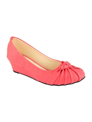 pink slip on  wedge - 15028813 - Standard Image - 1