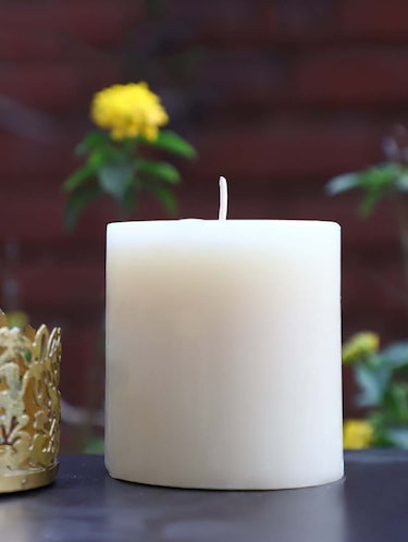 Buy Vanilla Scented Candle Pillar With Beautiful Gold Grid