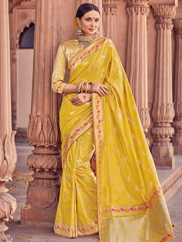 Delicate golden zari woven  saree with blouse - 15176760 - Standard Image - 1