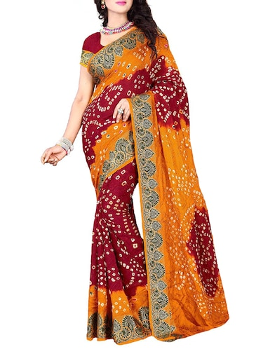 Delicate zari bordered bandhani saree with blouse - 15413685 - Standard Image - 1