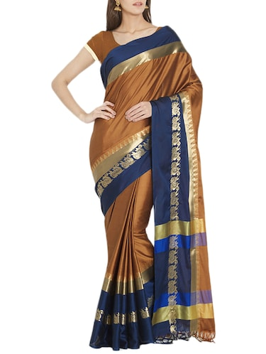 Contrast bordered handloom saree with blouse - 15419488 - Standard Image - 1