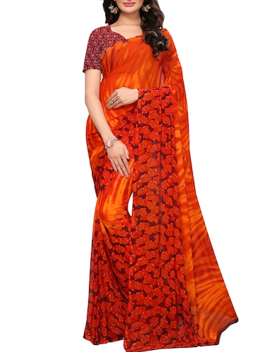 Contrast bordered printed saree with blouse - 15494190 - Standard Image - 1