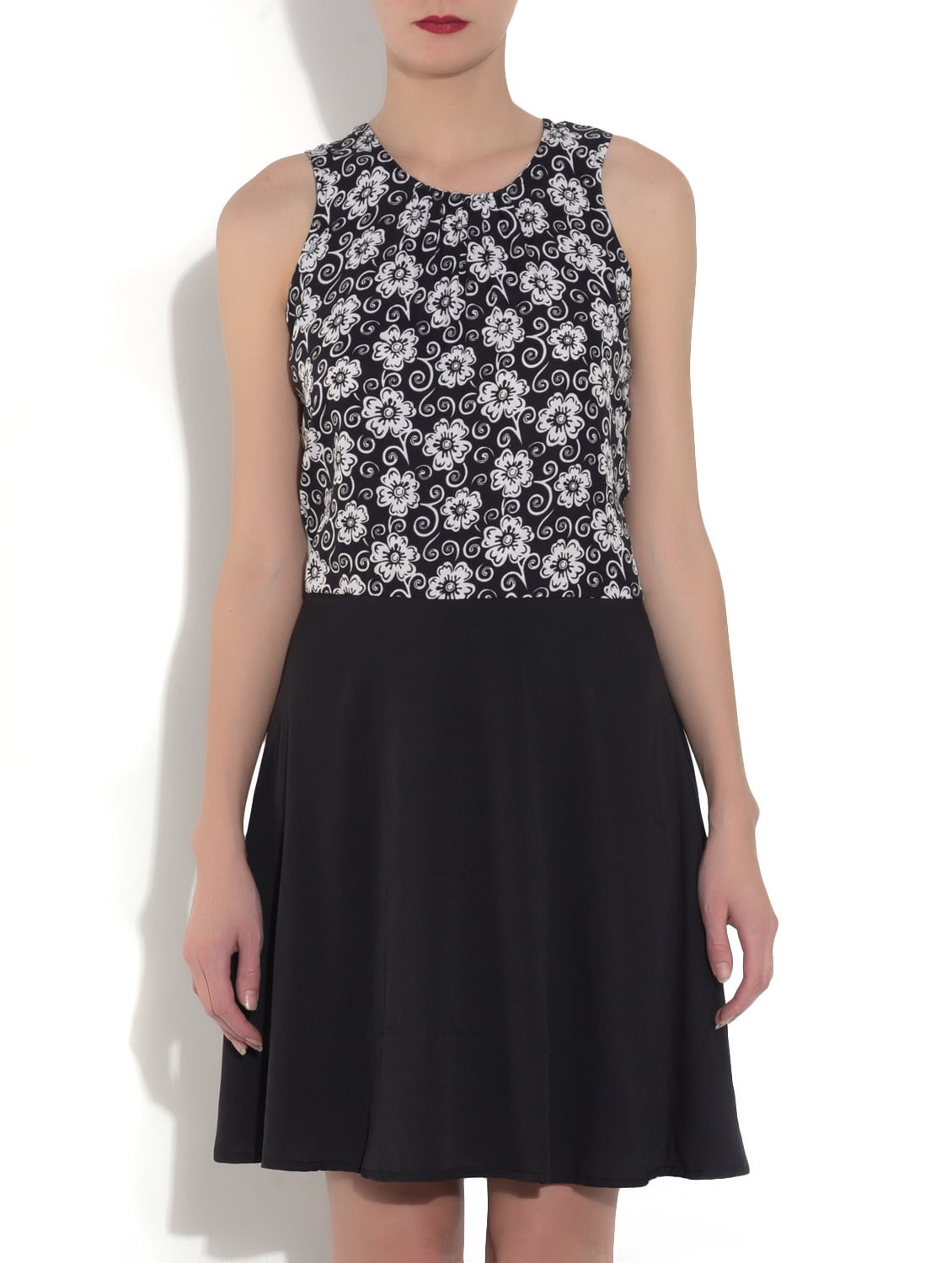 ca3d8f806857b3 ... Black Floral Printed Sleeveless A-Line Dress - 9553152 - Zoom Image - 1